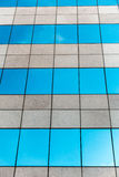 Κτήριο και σύννεφο γυαλιού Στοκ Εικόνες