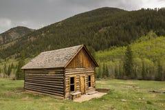 Κτήριο κούτσουρων βουνών στοκ φωτογραφία με δικαίωμα ελεύθερης χρήσης