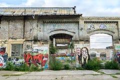 Κτήριο με τα γκράφιτι στο Βερολίνο Στοκ Φωτογραφία