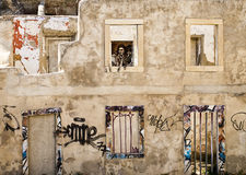 Κτήριο με την αποδημητική μητέρα Στοκ φωτογραφία με δικαίωμα ελεύθερης χρήσης