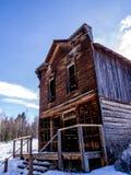 Κτήριο παλαιάς, ιστορίας Agandoned ξύλινο δύο Στοκ φωτογραφία με δικαίωμα ελεύθερης χρήσης