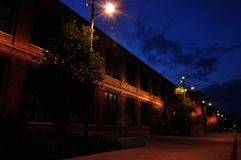 Κτήριο που φωτίζεται παλαιό από τους φωτεινούς σηματοδότες στοκ φωτογραφίες