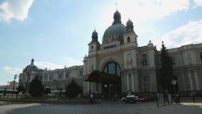 Κτήριο σιδηροδρομικών σταθμών στην πόλη Lviv, όμορφο εξωτερικό, διάσημο ορόσημο απόθεμα βίντεο