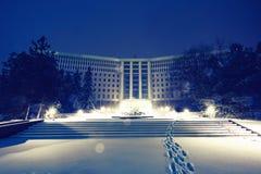 Κτήριο του Κοινοβουλίου με το χιόνι τη νύχτα Στοκ Εικόνες