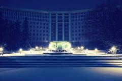Κτήριο του Κοινοβουλίου με το χιόνι τη νύχτα Στοκ φωτογραφίες με δικαίωμα ελεύθερης χρήσης