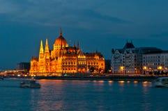 Κτήριο του Κοινοβουλίου στη Βουδαπέστη τη νύχτα Στοκ Φωτογραφία
