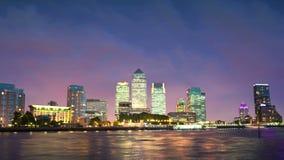 Κτίρια γραφείων Canary Wharf στο ηλιοβασίλεμα, Λονδίνο απόθεμα βίντεο