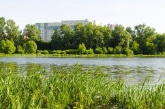 Κτίριο γραφείων στη φύση Στοκ Εικόνες