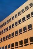 Κτίριο γραφείων τη νύχτα Στοκ φωτογραφία με δικαίωμα ελεύθερης χρήσης