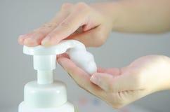Κτυπήστε το σαπούνι αφρού Στοκ Φωτογραφίες