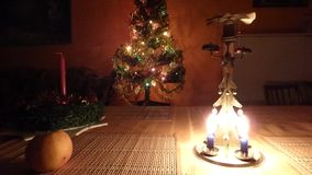 Κτύποι δέντρων κεριών Χριστουγέννων φιλμ μικρού μήκους