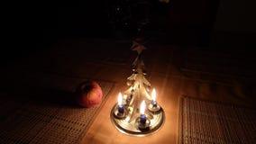Κτύποι δέντρων κεριών Χριστουγέννων απόθεμα βίντεο