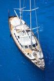 κυανή sailboat πολυτέλειας θάλασσα στοκ εικόνες