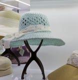 Κυανός-μπλε καπέλο για τη γυναίκα Στοκ φωτογραφία με δικαίωμα ελεύθερης χρήσης