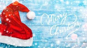 Κυανό ξύλινο υπόβαθρο Το πράσινο FIR, con Ευχετήρια κάρτα Χριστουγέννων και νέο έτος Διάστημα για το μήνυμα Santa ` s Santa ` s Κ Στοκ Εικόνες