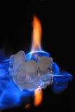 κυβίζει το flamming πάγο Στοκ Εικόνες
