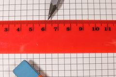 Κυβερνήτης, μολύβι και γόμα στο φύλλο σημειωματάριων στοκ φωτογραφία με δικαίωμα ελεύθερης χρήσης