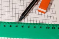 Κυβερνήτης, μολύβι και γόμα στο φύλλο σημειωματάριων στοκ εικόνα
