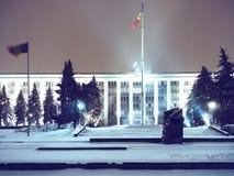 Κυβερνητικό κτήριο με το χιόνι Στοκ εικόνα με δικαίωμα ελεύθερης χρήσης