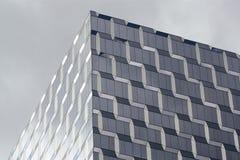 Κυβικό διαμορφωμένο κτήριο Στοκ φωτογραφίες με δικαίωμα ελεύθερης χρήσης
