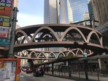 Κυκλική γέφυρα για πεζούς στον κόλπο υπερυψωμένων μονοπατιών, Χονγκ Κονγκ Στοκ Εικόνες
