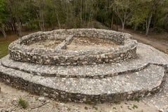 Κυκλική δομή στο αρχαιολογικό πάρκο Edzna Campeche Mexi Στοκ φωτογραφία με δικαίωμα ελεύθερης χρήσης