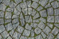 Κυκλική σύσταση κυβόλινθων με τη χλόη Στοκ εικόνες με δικαίωμα ελεύθερης χρήσης
