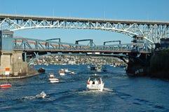κυκλοφορία γεφυρών βαρκών Στοκ Εικόνες