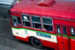 Κυκλοφορία λεωφορείων στην πόλη της Μπανγκόκ στοκ φωτογραφίες με δικαίωμα ελεύθερης χρήσης