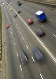 Κυκλοφορία με τη θαμπάδα κινήσεων στοκ φωτογραφία με δικαίωμα ελεύθερης χρήσης