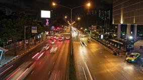 Κυκλοφορία νύχτας στους δρόμους της πόλης χρόνος-σφάλμα απόθεμα βίντεο