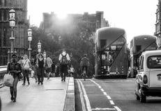 Κυκλοφορία οδών στη γέφυρα του Γουέστμινστερ στο ηλιοβασίλεμα - ΛΟΝΔΙΝΟ - ΜΕΓΑΛΗ ΒΡΕΤΑΝΊΑ - 19 Σεπτεμβρίου 2016 Στοκ Εικόνες