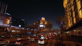Κυκλοφορία οδών τη νύχτα στην πόλη του Λας Βέγκας - ΗΠΑ 2017 απόθεμα βίντεο
