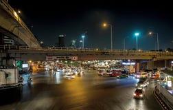 Κυκλοφορία στην ταϊλανδικός-ιαπωνική σύνδεση γεφυρών περιοχής στη Μπανγκόκ στοκ εικόνες με δικαίωμα ελεύθερης χρήσης