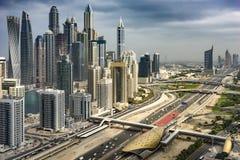 Κυκλοφορία στη μεγάλη μητρόπολη, Ντουμπάι, ο Ιαν. 2018 στοκ εικόνες