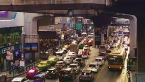 Κυκλοφορία στη Μπανγκόκ κοντά στο κέντρο Mahboonkrong MBK απόθεμα βίντεο