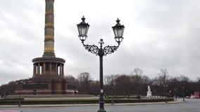 Κυκλοφορία στη στήλη νίκης στο Βερολίνο, Γερμανία φιλμ μικρού μήκους