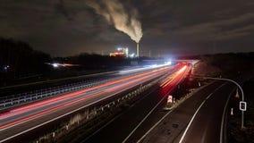 Κυκλοφορία στον αυτοκινητόδρομο A2 κοντά στο Αννόβερο στη Γερμανία στη χειμερινή νύχτα Timelapse φιλμ μικρού μήκους
