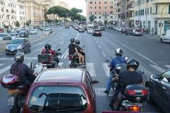 Κυκλοφορία στο κέντρο της πόλης της Ρώμης ` s Στοκ Φωτογραφία