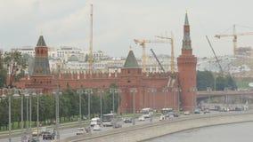 Κυκλοφορία του Κρεμλίνου και αυτοκινήτων το καλοκαίρι - Μόσχα, Ρωσία απόθεμα βίντεο