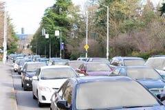 Κυκλοφορία ώρας κυκλοφοριακής αιχμής στην πόλη στοκ εικόνες
