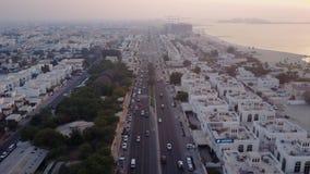 Κυκλοφορία Sheikh εθνικών οδών στο δρόμο Zayed που οδηγεί στην κεντρική εναέρια άποψη πόλεων Ντουμπάι, Ηνωμένα Αραβικά Εμιράτα Το στοκ φωτογραφίες με δικαίωμα ελεύθερης χρήσης