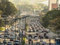 Κυκλοφοριακή συμφόρηση στη λεωφόρο 23 de Maio, και οι δύο κατευθύνσεις στοκ εικόνα με δικαίωμα ελεύθερης χρήσης