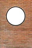Κυκλικά χάσματα, άσπρος κύκλος στους γραφείου συνδετήρες στο τουβλότοιχο, στοκ φωτογραφίες με δικαίωμα ελεύθερης χρήσης