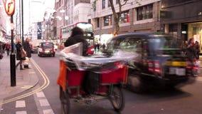 Κυκλοφορία βραδιού στο Λονδίνο απόθεμα βίντεο