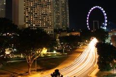Κυκλοφορία νύχτας της Σιγκαπούρης Στοκ Εικόνα