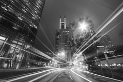 Κυκλοφορία νύχτας στην αστική πόλη Στοκ Εικόνες
