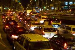 Κυκλοφορία νύχτας στην πλατεία Plaza Espana στη Βαρκελώνη Στοκ Εικόνες