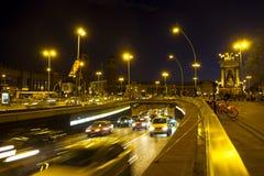 Κυκλοφορία νύχτας στην πλατεία Plaza Espana στη Βαρκελώνη Στοκ φωτογραφία με δικαίωμα ελεύθερης χρήσης