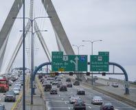 Κυκλοφορία οδών στο Leonard Π Γέφυρα Hill αποθηκών Zakim Βοστώνη - ΒΟΣΤΩΝΗ, ΜΑΣΑΧΟΥΣΕΤΗ - 3 Απριλίου 2017 Στοκ εικόνα με δικαίωμα ελεύθερης χρήσης